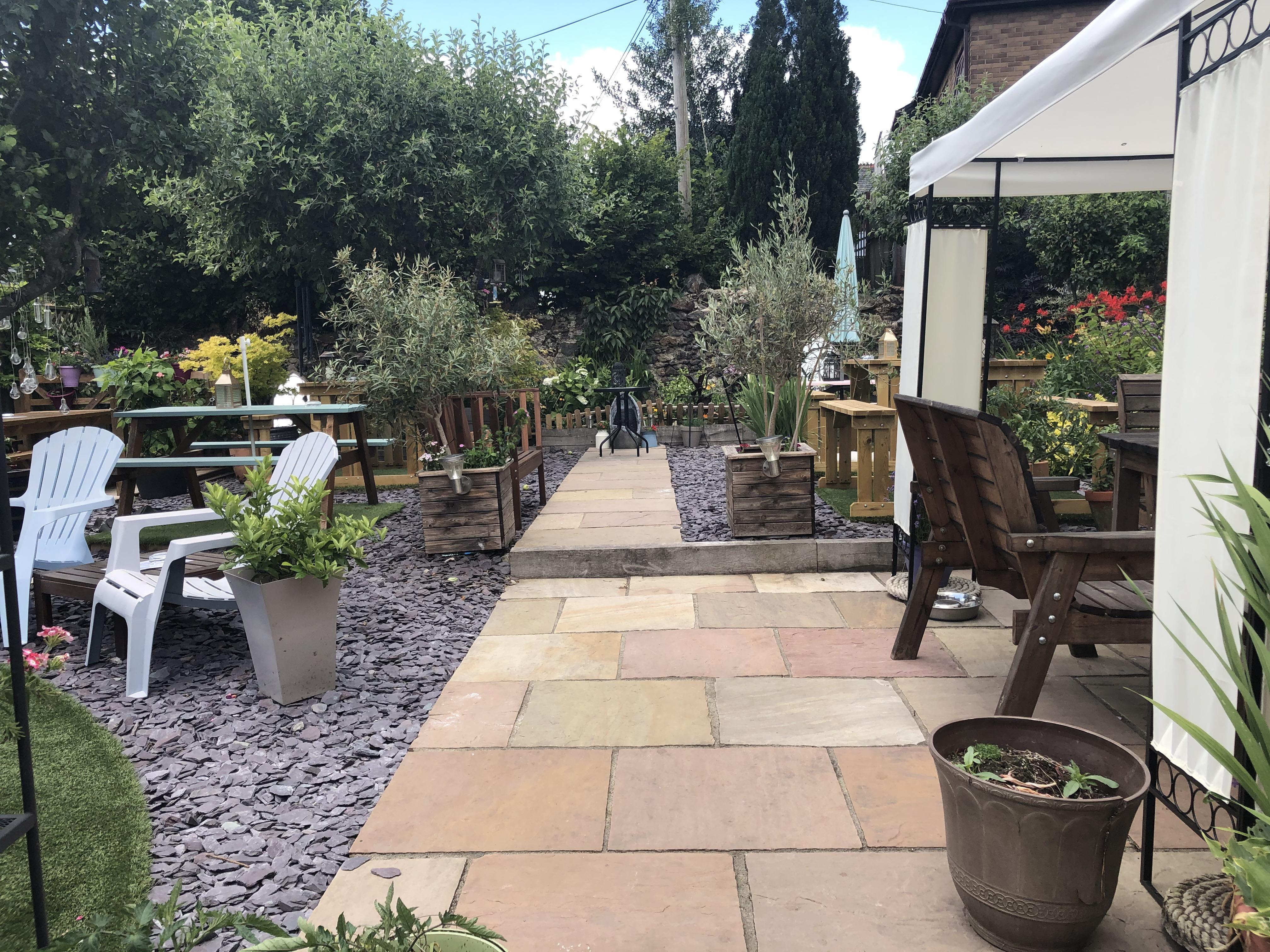 Bell Inn BT Garden